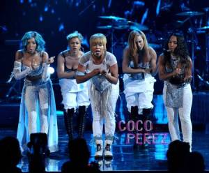 ama-american-music-awards-tlc-t-boz-chili-lil-mama-performance-outfit__oPt